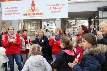 One_Billion-Rising_2020_Schirmherrin_Anne Yliniva-Hoffmann